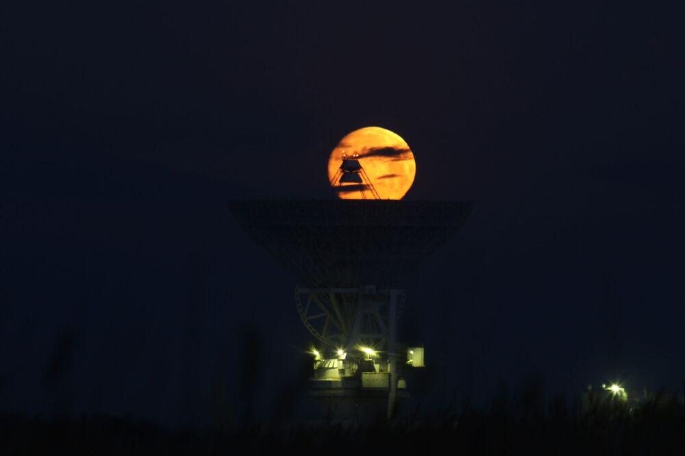 Kırım Yarımadası'nda görüntülenen Süper Ay.