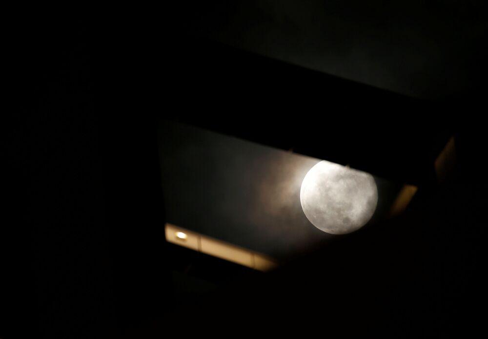Malta semalarında Süper Ay.