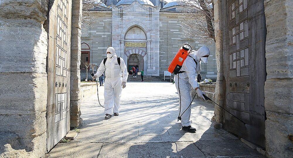 Edirne Belediyesi, kentin işlek caddeleri ile taksi ve minibüs duraklarının ardından Selimiye Camii, Eski Camii ve Üç Şerefeli Cami ile Edirne Otogarı'nda dezenfektan işlemi yaptı.