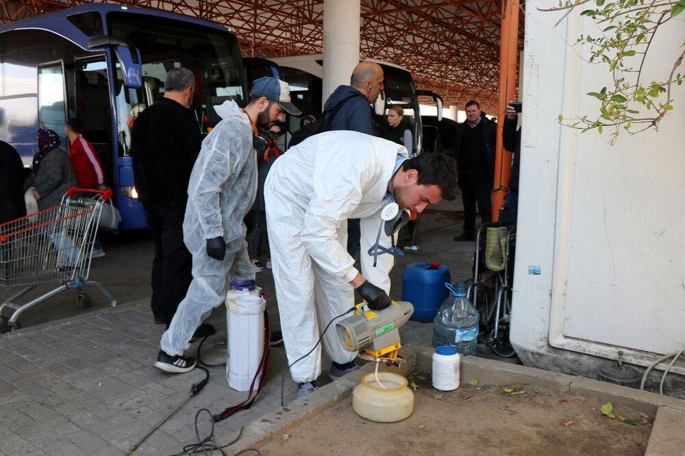 Türkiye Otobüsçüler Federasyonu Genel Başkan Yardımcısı ve Edirne Otogar İşletmecisi Mustafa Altunhan da virüse karşı tüm hijyen çalışmalarını yaptıklarını kaydederek, Bundan sonra otogarımız periyodik olarak dezenfekte edilecek. Edirne Belediyesi de yardım ediyor. İlaçlama şirketiyle anlaştık. Otogarımız 24 saat dezenfekte olacak. Burası Avrupa'ya açılan sınır kapımız. Dikkat etmemiz lazım. Virüs yok, olmaması için elimizden gelen her şeyi yapacağız diye konuştu.