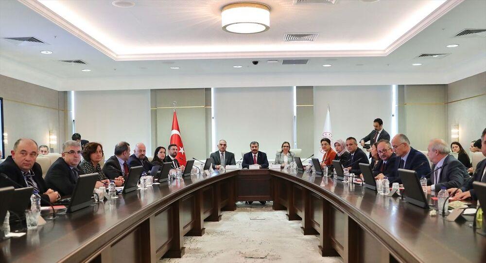 Sağlık Bakanı Fahrettin Koca, Kültür ve Turizm Bakanı Mehmet Nuri Ersoy ve Ticaret Bakanı Ruhsar Pekcan, Koronavirüs Bilim Kurulu toplantısına katldı.