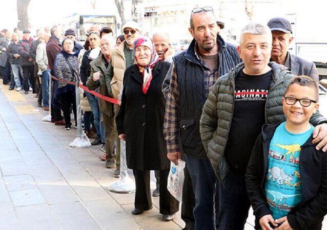 Ankara'da kolonya kuyruğu