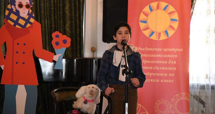 'Yaşayan Klasikler' yarışmasında çocuklar Rus yazarların eserlerini canlandırdı.