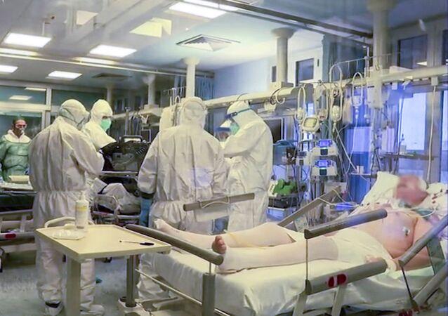 Kuzey İtalya, Cremona hastanesi, yoğun bakımda koronavirüs hastalarının tedavisi
