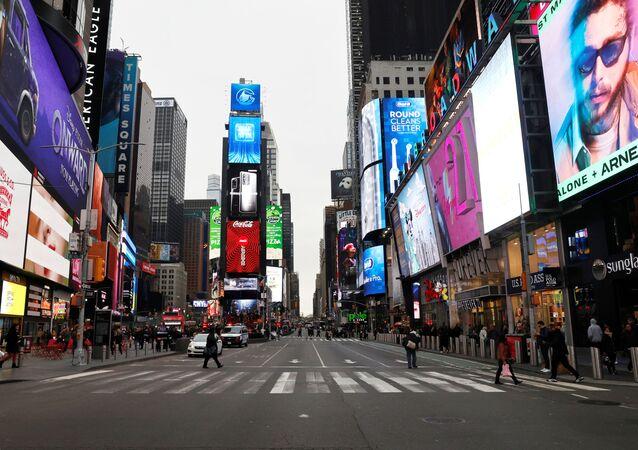 ABD'nin New York şehrindeki ünlü Times Meydanı, koronavirüs tedbirlerinin ardından boşaldı