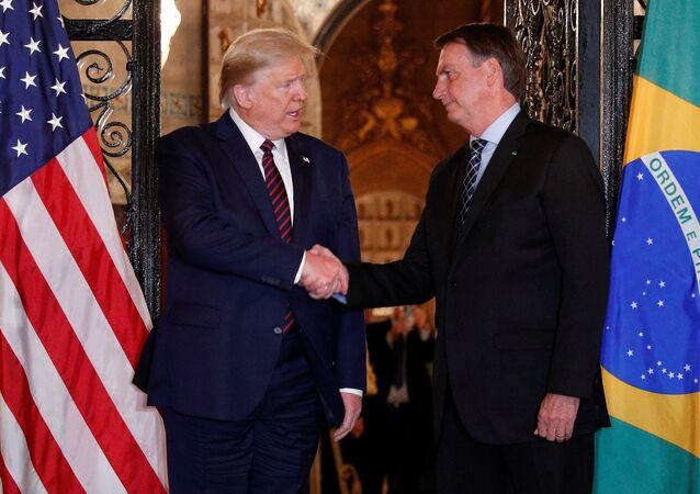 ABD Başkanı Donald Trump'ın Mar-a-Lago'da ağırlayıp el sıkıştığı Brezilya Devlet Başkanı Jair Bolsonaro'nun heyetindeki bir bakanda koronavirüs çıkmıştı.
