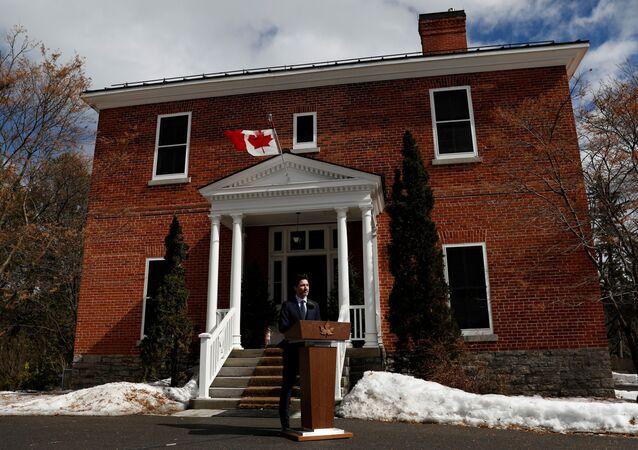 Kanada Başbakanı Justin Trudeau, eşi Sophie Trudeau'nun koronavirüs testinin pozitif çıkması üzerine girdiği karantinada basın toplantısı düzenledi