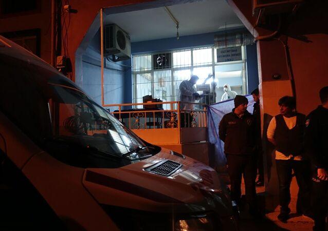 İzmir'in Bayraklı ilçesinde tartıştığı arkadaşı tarafından silahla vurulan kişi hayatını kaybetti.