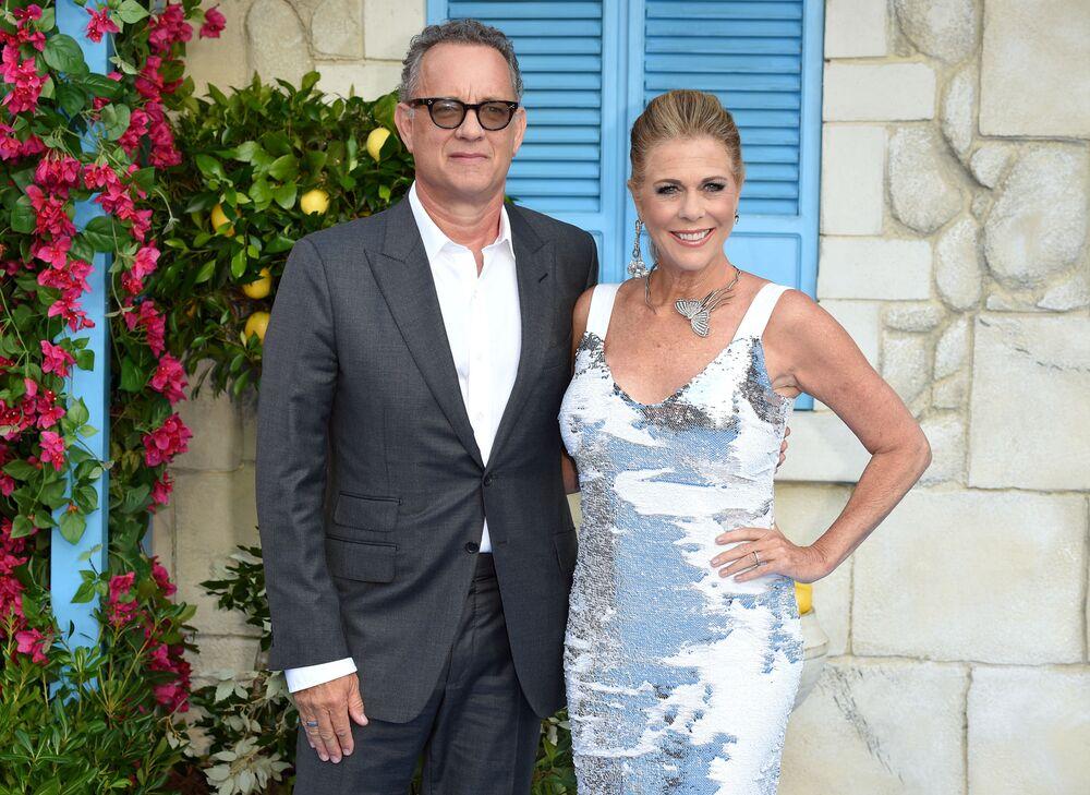Amerikalı ünlü aktör Tom Hanks, Instagram hesabından paylaşımda bulunarak Elvis Presley'in hayatı hakkında bir film çekmek üzere gittiği Avustralya'da eşi Rita Wilson ile üzerlerinde yapılan yeni tip koronavirüs testinin pozitif çıktığını bildirdi.