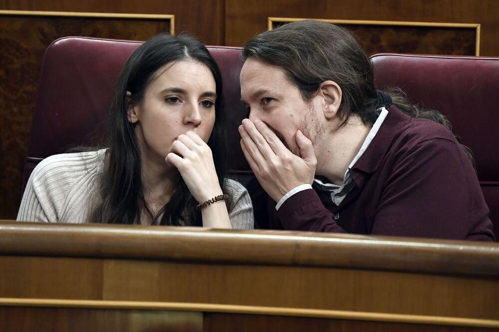 İspanya'da, Eşitlik Bakanı Irene Montero'nun koronavirüs testinin pozitif çıktığı, partneri Başbakan Yardımcısı ve Podemos Partisi lideri Pablo Iglesias'ın da tedbir amaçlı karantinaya alındığı bildirildi.