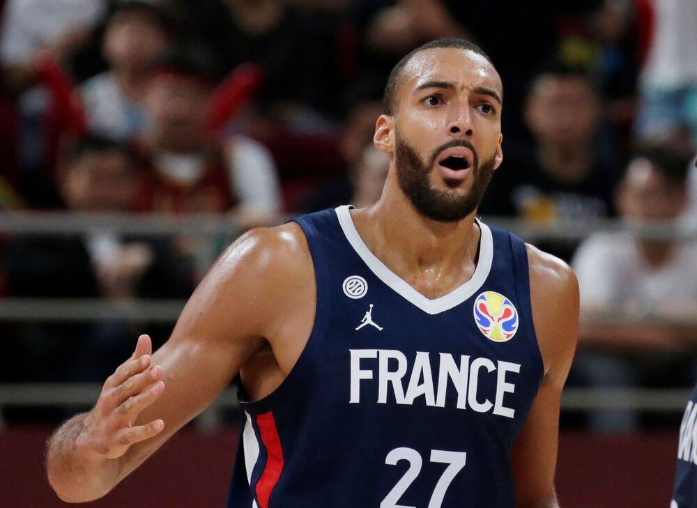 Utah Jazz'ın Fransız yıldızı  basketbolcu Rudy Gobert NBA'de hastalığa yakalanan ilk isim oldu.
