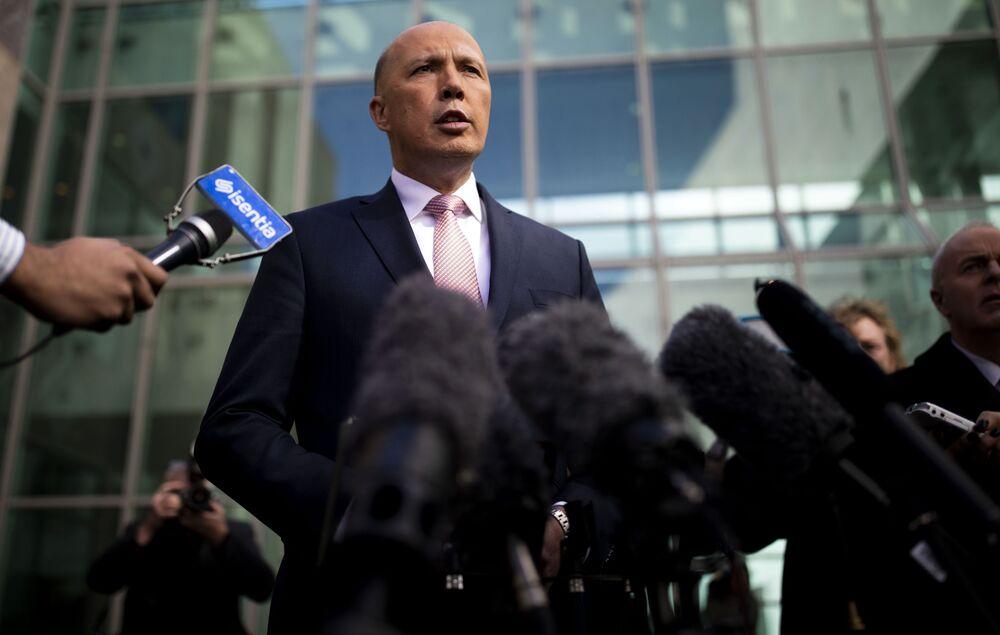 Avustralya İçişleri Bakanı Peter Dutton, kendisinde yapılan koronavirüs testinin pozitif çıktığını duyurdu. Yazılı bir açıklama yayınlayan Dutton, şunları söyledi: Bu sabah ateş ve boğaz ağrısıyla uyandım ve hemen Queensland sağlık birimi ile temasa geçerek Covid-19 için test yaptırdım. Sonucum pozitif çıktı. Gelişmelerle ilgili sizi bilgilendireceğim.