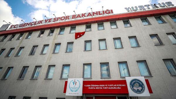 Sağlık Bakanlığı ve Bilim Kurulu'nun tedbirleri doğrultusunda Valilik koordinasyonunda Almanya, İspanya, Fransa, Avusturya, Norveç, Danimarka, İsveç, Belçika ve Hollanda'dan İstanbul'a gelecek vatandaşların 14 gün süreyle karantina/gözetim altına alınacağı yurtlardan biri olan KYK Florya Beşyol Kız Öğrenci Yurdu'nda hazırlıklar tamamlandı. - Sputnik Türkiye
