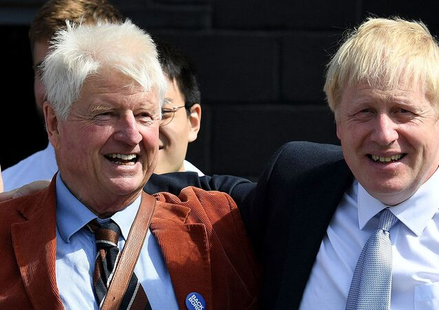 Boris Johnson - babası Stanley Johnson
