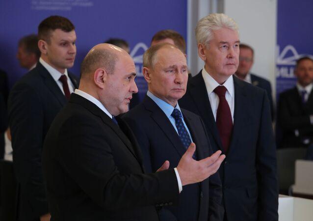 Rusya Devlet Başkanı Vladimir Putin, bugün koronavirüsle ilgili durumu gözlemlemeye yönelik bilgi merkezini ziyaret etti.