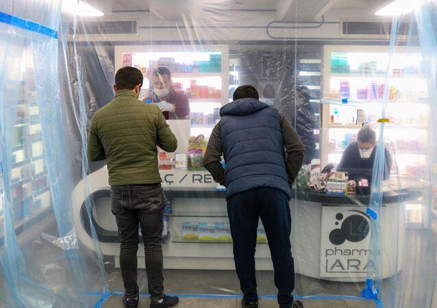 Korona günlerinde eczanelerde şeffaf branda önlemi