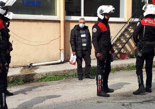 Karantina ihlali yapan şahıs polis eşliğinde hastaneye götürüldü