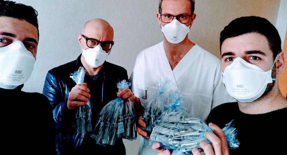 İtalya'da yeni kurulan Isinnova şirketinin çalışanları, hastaneler için üç boyutlu yazıcıyla basarak koronavirüs tedavisi için elzem solunum cihazı vanaları imal etti.