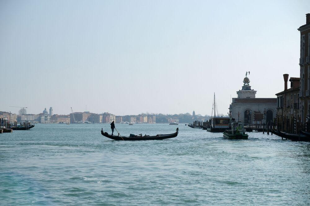 Karantina altındaki Venedik'ten manzara.