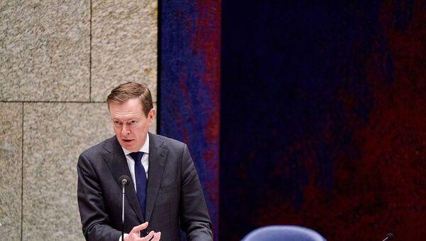 Hollanda Sağlık Bakanı Kovid-19 oturumunda bayıldı - Sputnik Türkiye