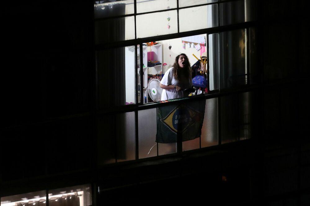 Brezilya'da Devlet Başkanı Jair Bolsonaro koronavirüs salgınıyla ilgili yaklaşımı dolayısıyla protesto edildi