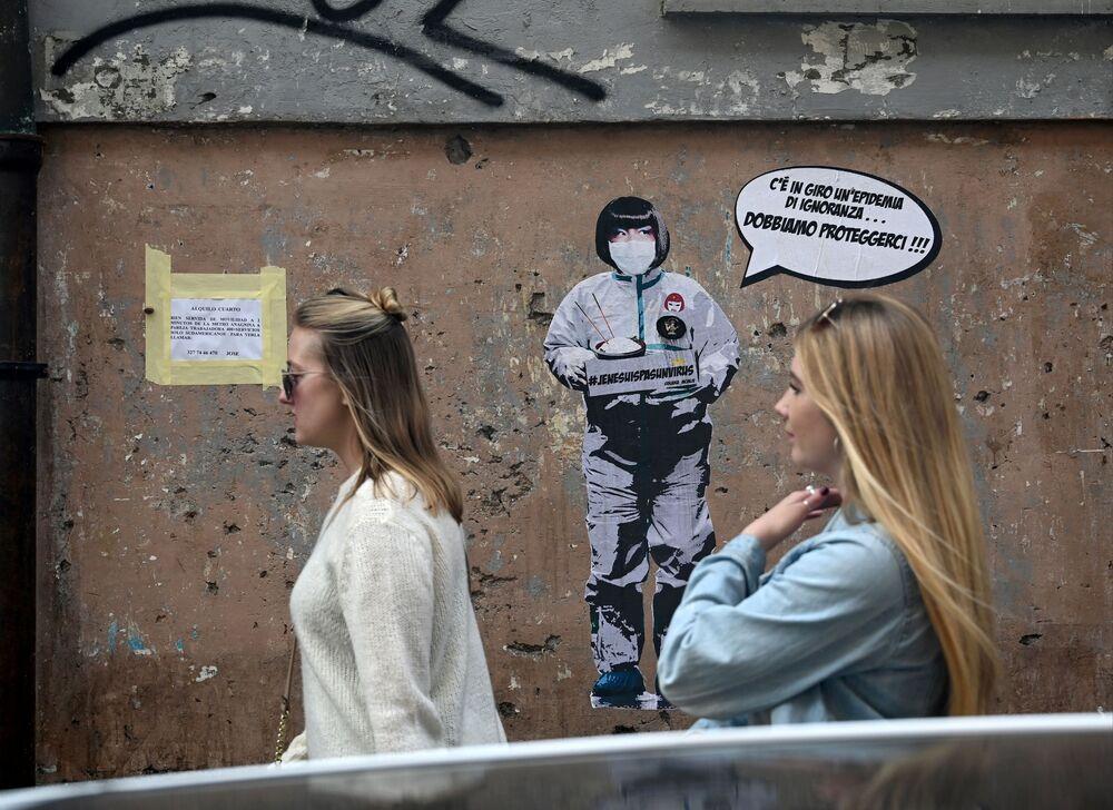 Roma'da koronavirüs salgınına karşı mücadeleyi konu alan duvar resmi.