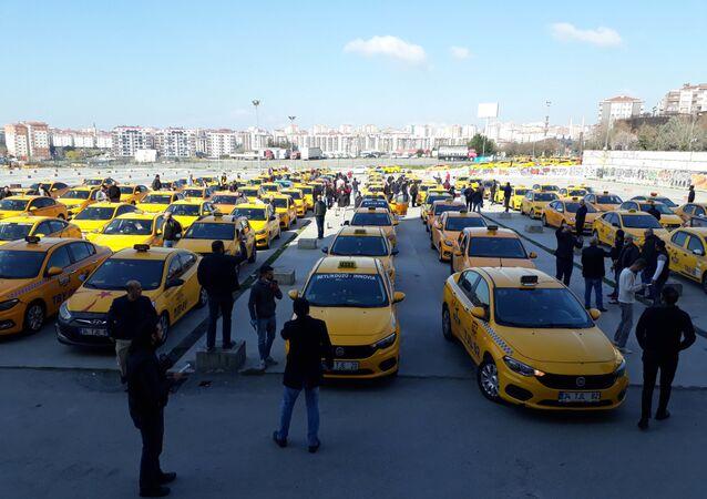 İstanbul'un iki ilçesinde taksicilerden eylem