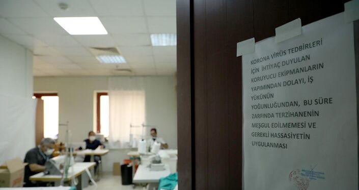 Diyarbakır Sağlık Bilimleri Üniversitesi Gazi Yaşargil Eğitim ve Araştırma Hastanesi, koronavirüs salgınına karşı hastanede ayrı maske üretmeye başladı.