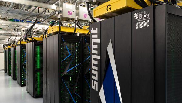 IBM'in ABD Enerji Bakanlığı için sivil amaçlı bilimsel araştırmalar için geliştirdiği dünyanın en hızlı süper bilgisayarı Summit, Oak Ridge Ulusal Laboratuvarı'nda - Sputnik Türkiye