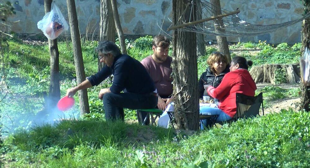 Koronavirüs uyarını dinlemeyen piknikçiler Belgrad Ormanı'na akın etti