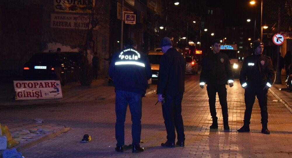 Malatya'da çıkan silahlı kavgada 1 kişi yaralandı.