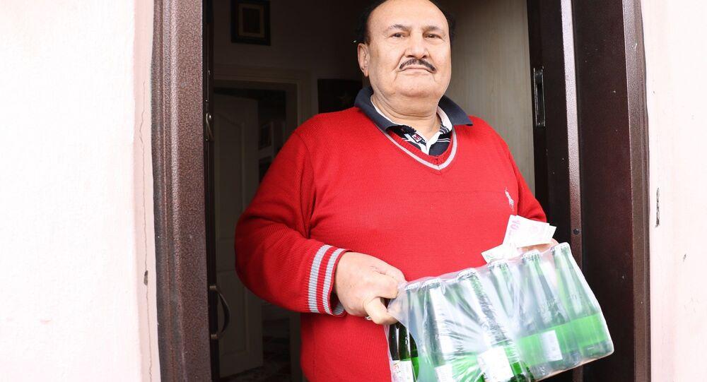 Evden çıkamayan 65 yaş üstü vatandaş, 112'yi arayarak maden suyu istedi.