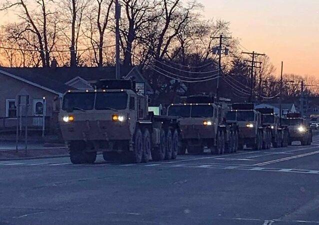 ABD ordusu, New York'ta koronavirüs salgınıyla mücadele kapsamında otel ve yurtları hastanelere dönüştürmek için sokağa indi.