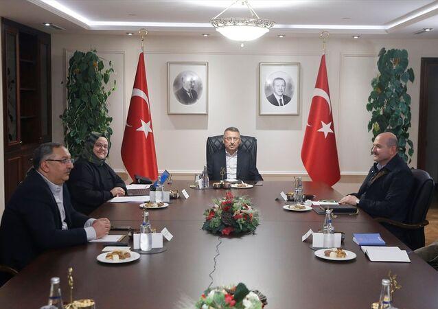 Türkiye Cumhurbaşkanı Recep Tayyip Erdoğan'ın talimatıyla Oktay'ın başkanlığında Çankaya Köşkü'nde yapılan Kovid-19 tedbirlerine ilişkin koordinasyon toplantısında, salgının yayılmasının önlenmesi ve çalışanların sağlığı için alınabilecek ilave tedbirler görüşüldü. Toplantıda, İçişleri Bakanı Süleyman Soylu, Aile, Çalışma ve Sosyal Hizmetler Bakanı Zehra Zümrüt Selçuk ile Cumhurbaşkanlığı İdari İşler Başkanı Metin Kıratlı hazır bulundu.