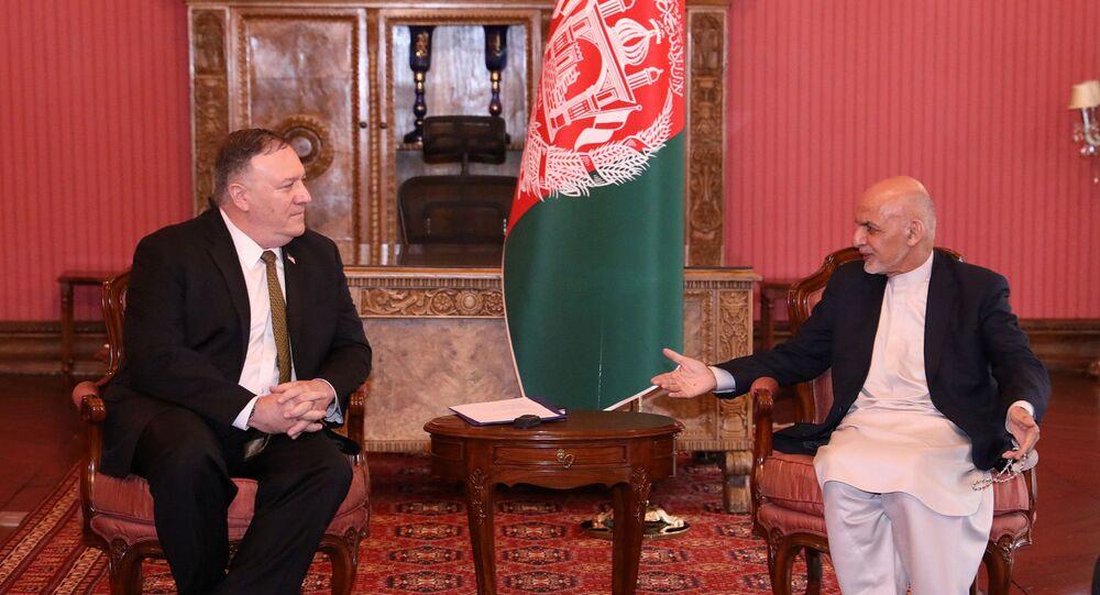 Afganistan Devlet Başkanı Eşraf Gani ile ABD Dışişleri Bakanı Mike Pompeo, koornavirüse rağmen Kabil'de yüzyüze görüştü.