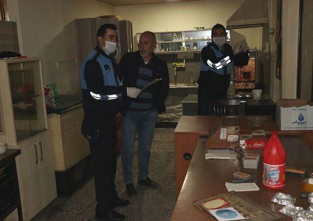 Sivas'ta 65 yaş üstü 3 kişiye, Amasya'da bir kahvehaneye para cezası uygulandı