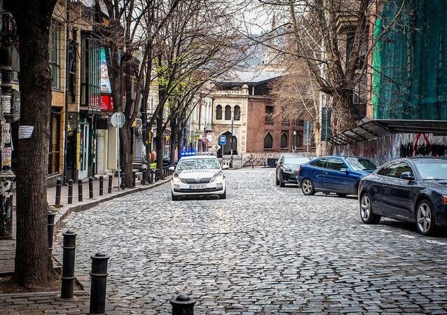 Gürcistan'da toplam vaka sayısı 54, 290'dan fazla kişi gözetim altında, yaklaşık 3 bin kişi ise karantinada bulunuyor.