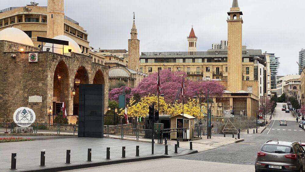 Lübnan'da Sağlık Bakanlığı, Kovid-19'un ülkede ilk görüldüğü 21 Şubat'tan bu yana tespit edilen toplam vaka sayısının 206, yaşamını yitirenlerin sayısının ise 3'e yükseldiğini duyurdu. Ülkede olağanüstü hal ilan edilip sokağa çıkma yasağı getirildi.