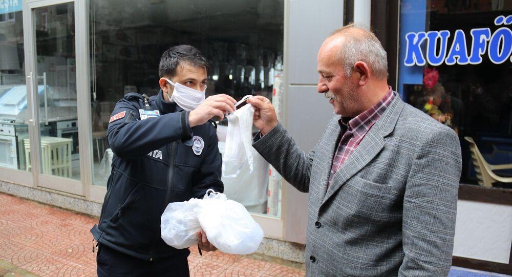 Kenevirden imal edilen Rize bezi ile koranavirüsten korunmak için maske üretildi
