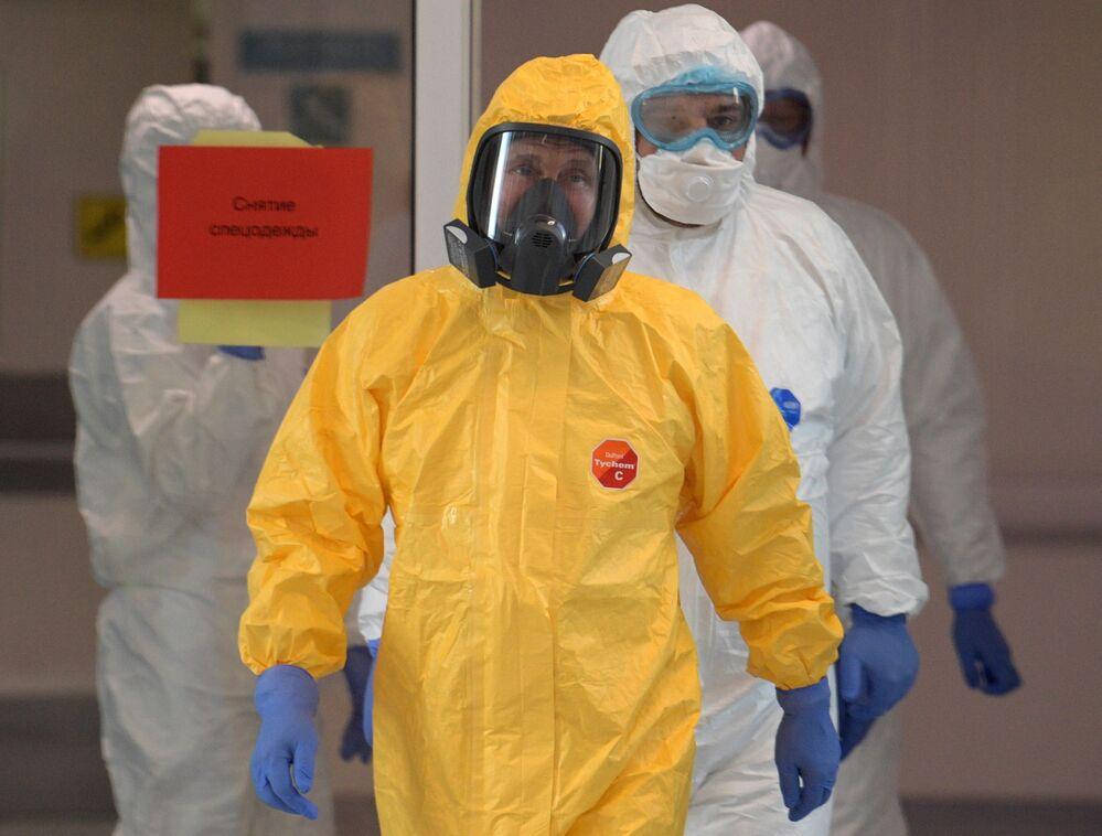 Rus lider ziyareti sırasında giydiği sarı tulumla dikkatleri üzerine çekti.