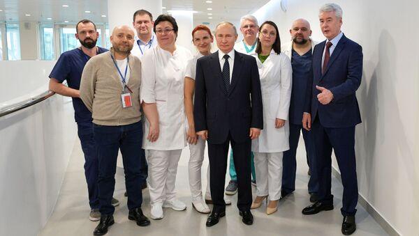 Putin'in ziyaret ettiği Moskova yakınındaki 'koronavirüs hastanesi'nden görüntüler - Sputnik Türkiye