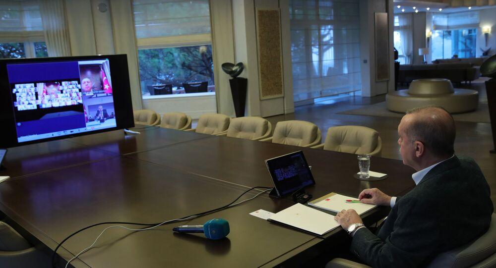Cumhurbaşkanı Recep Tayyip Erdoğan, AK Parti İstanbul İl Teşkilatı ile telekonferans görüşmesi yaptı.