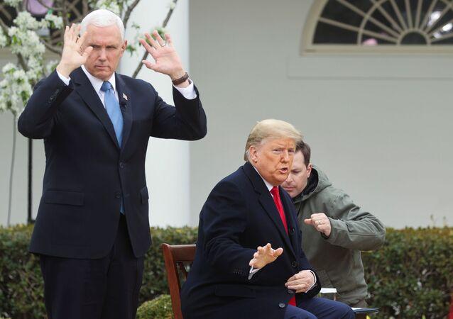 ABD Başkanı Donald Trump ile Yardımcısı Mike Pence, Fox News yayınına katılma hazırlığı yaparken