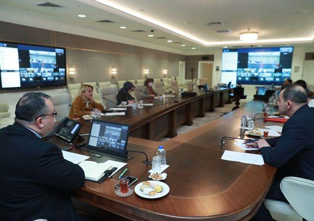 Sağlık Bakanlığı Koronavirüs Bilim Kurulu üyeleri, Çinli yetkililer ve bilim insanları ile video konferans gerçekleştirdi.