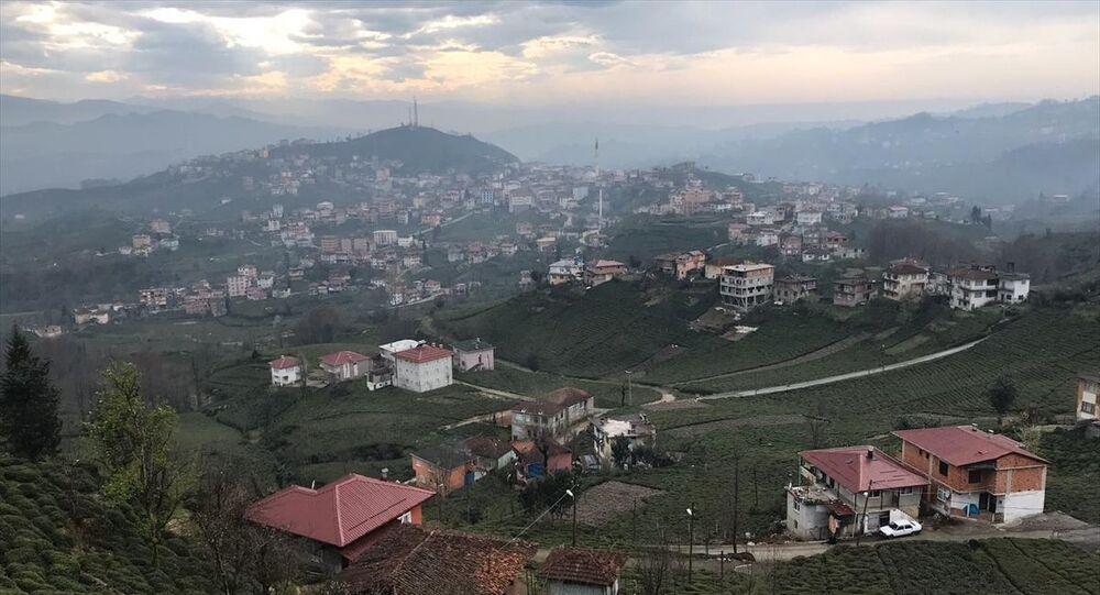 Rize'de yeni tip koronavirüs (Kovid-19) tedbirleri kapsamında merkeze bağlı Kendirli beldesi (fotoğrafta) ile 4 köyün karantina altına alındığı bildirildi.