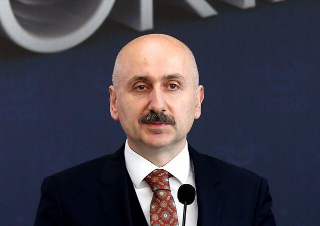 Cumhurbaşkanlığı Kararı ile Ulaştırma ve Altyapı Bakanı Mehmet Cahit Turhan'ın görevine son verilerek, yerine Adil Karaismailoğlu (fotoğrafta) atandı.