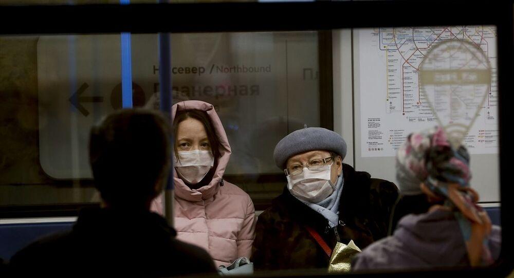 Rusya'nın başkenti Moskova'da yeni tip koronavirüs (Kovid-19) tedbirleri kapsamında 28 Mart- 5 Nisan tarihleri arasında parklar, eğlence mekanları, restoranlar ve sosyal alanlar kapalı olacak. Başkent Moskova'da iş yerlerinin kapalı olması nedeniyle metroda da yoğunluk azaldı.