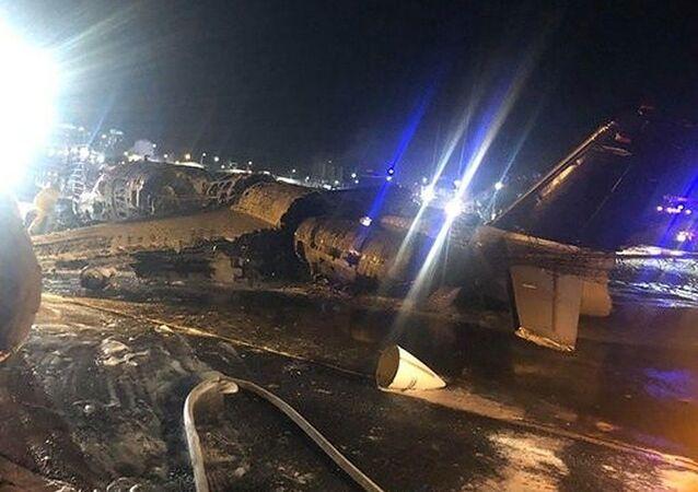 Filipinler'in başkenti Manila'dan Japonya'ya hasta taşıyan ambulans uçağınkalkıştaalev aldığı ve uçaktaki 8 kişinin öldüğü bildirildi.