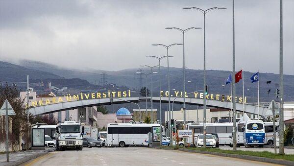 Umreden dönenlerin karantina yurtlarından tahliyesi ertelendi - Sputnik Türkiye