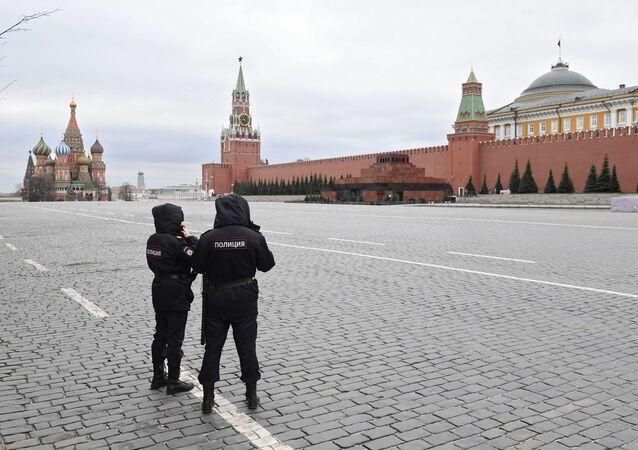 Rusya Başbakanı Mihail Mişustin, bölge başkanlarından da Moskova'daki gibi karantinaların başlatılması için çalışmalarını istedi.